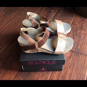 Boutique by Corky's Bandit Wedge Sandal EUC